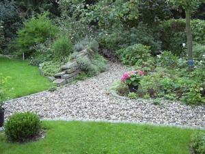 Garten kiesweg for Gartengestaltung janzen